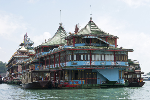 Floating restaurants are a popular fad