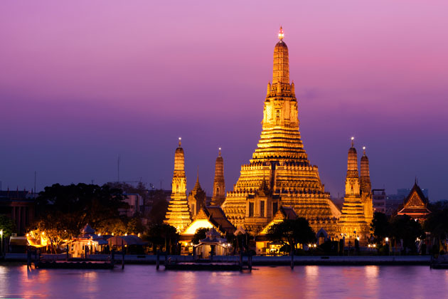 Be dazzled at the Wat Arun, Bangkok