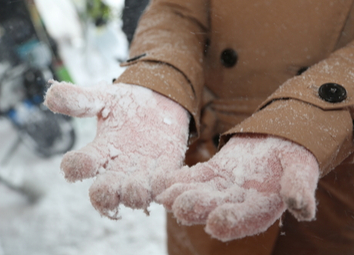 there-lots-snow-on-gloves