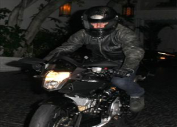 Tom Cruise flaunts the Vyrus 985 C4.4V